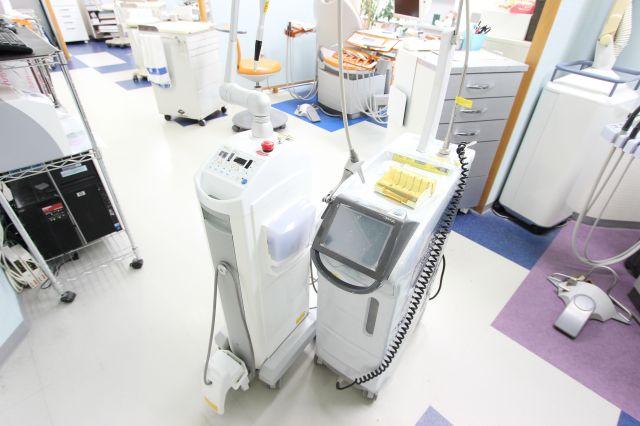 1. ヤグレーザー(左側)/炭酸ガス(CO2)レーザー(右側)