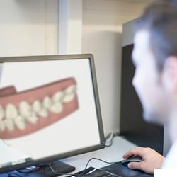 1.診査し、患者さんと相談しながら、理想の歯並びをデザインします。